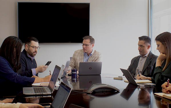david-meeting-with-team